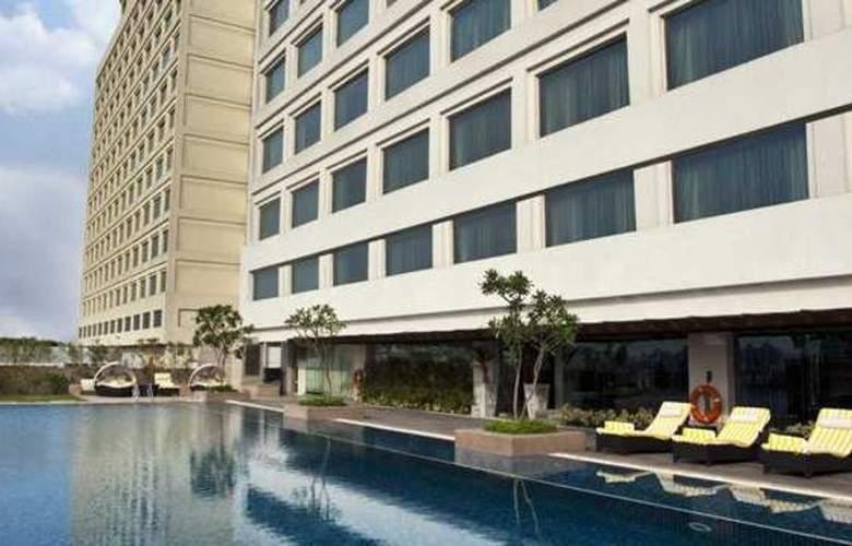 Crowne Plaza New Delhi Mayur Vihar - Pool - 3