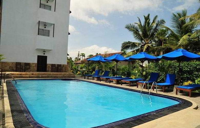 St. Lachlan Hotel & Suites - Pool - 3