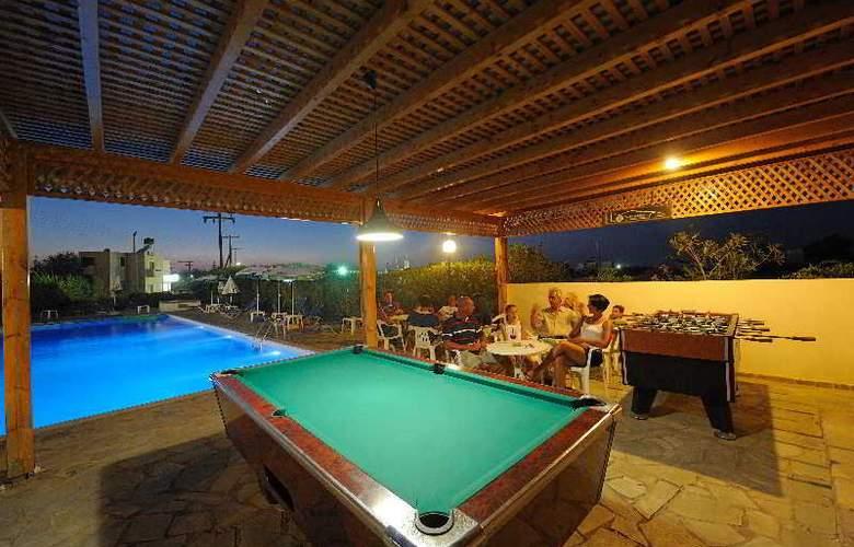 Oasis Hotel - Bar - 17