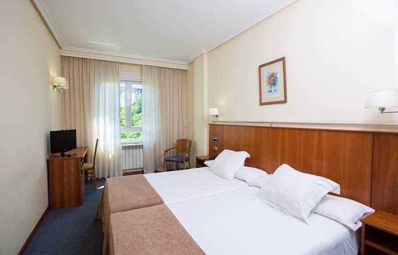 Ciudad De Compostela - Room - 18