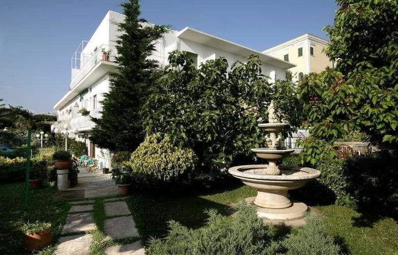 Hotel Carmencita - Hotel - 0
