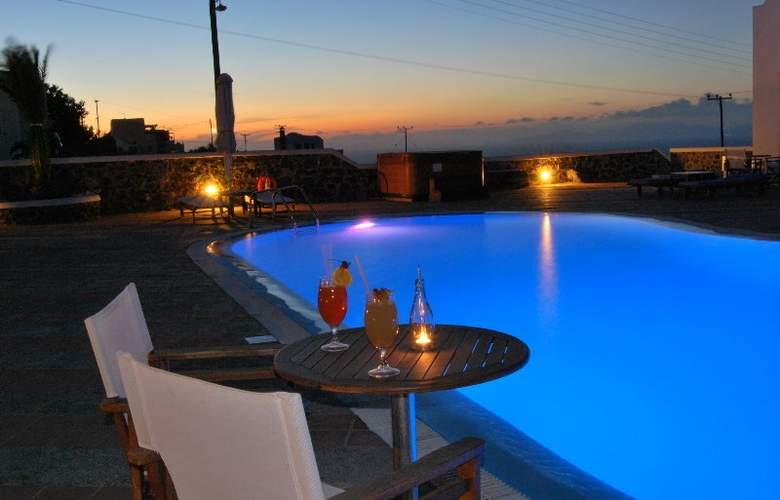 Laokasti Villas & Restaurant - Pool - 3