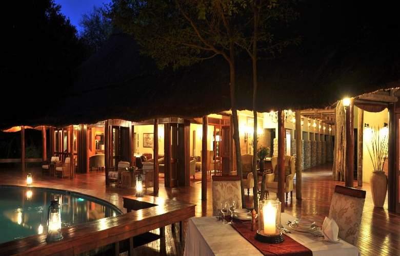 Imbali Safari Lodge - Restaurant - 19