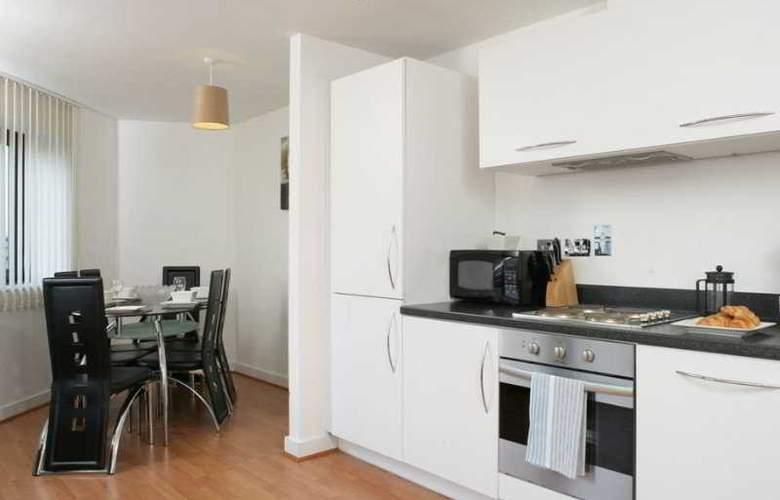 Comfort Zone Cutlass Court Apartments - Room - 0