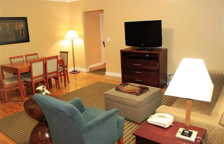 Best Western Plus Hospitality House - Apartments - Room - 93