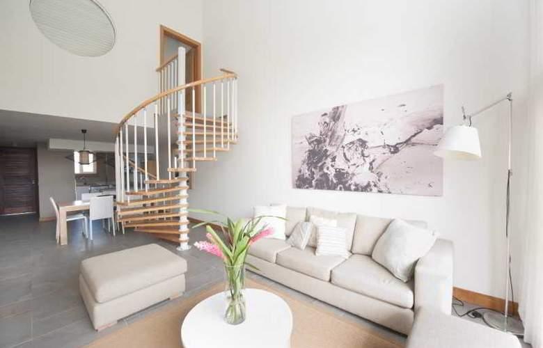 Cape Bay Luxury Beach Apartments By BARNES - Room - 8