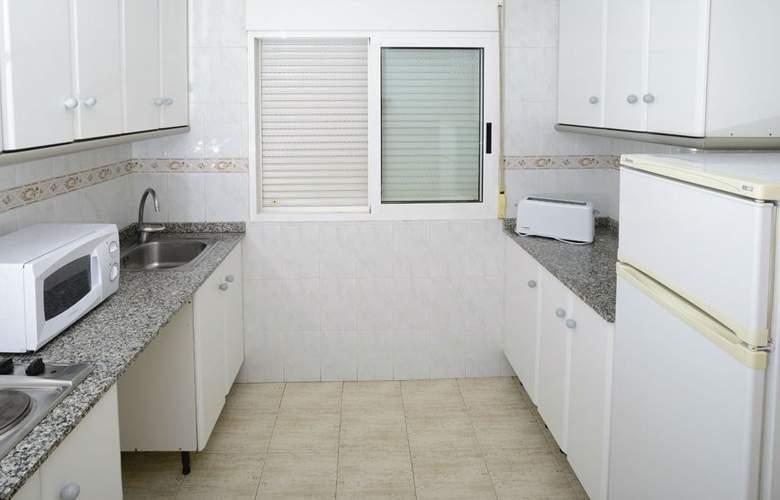Apartamentos Avenida - Room - 7