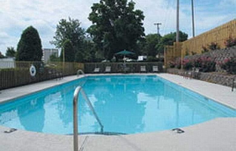 La Quinta Inn & Suites Nashville - Franklin - Pool - 5