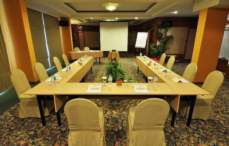 HARRIS Waterfront Batam - Conference - 3