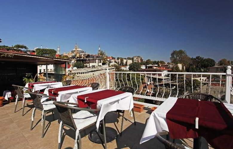 Spinel Hotel - Terrace - 32