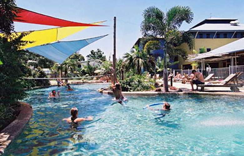 Nomads Cairns Backpackers - Pool - 4