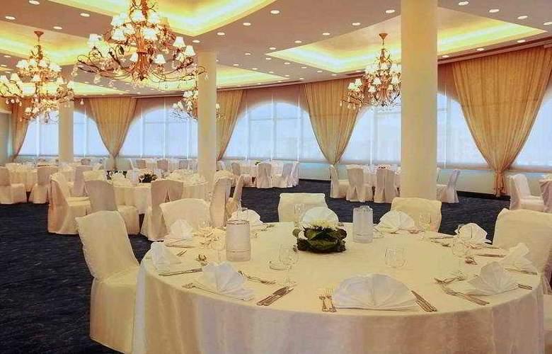 Afamia Rotana Beach Resort - Restaurant - 6