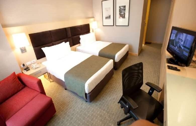 Ramada Hotel & Suites - Room - 4
