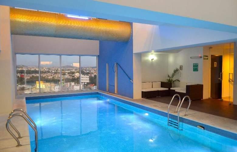 La Quinta Inn & Suites Puebla Palmas - Pool - 11