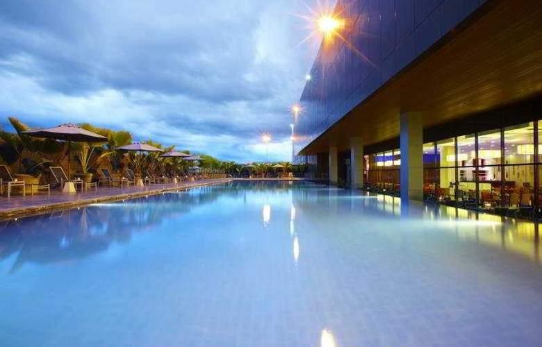 Century Kuching Hotel - Pool - 6