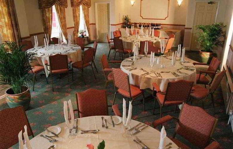 The Monterey - Restaurant - 9