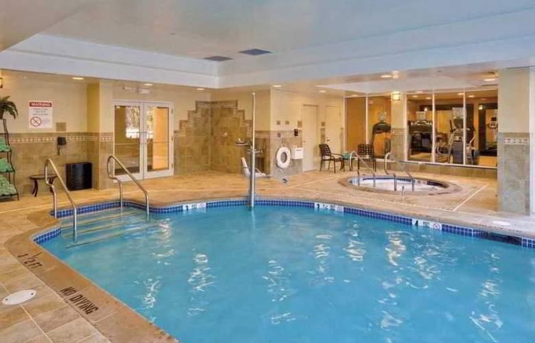 Hilton Garden Inn Lakewood - Pool - 8
