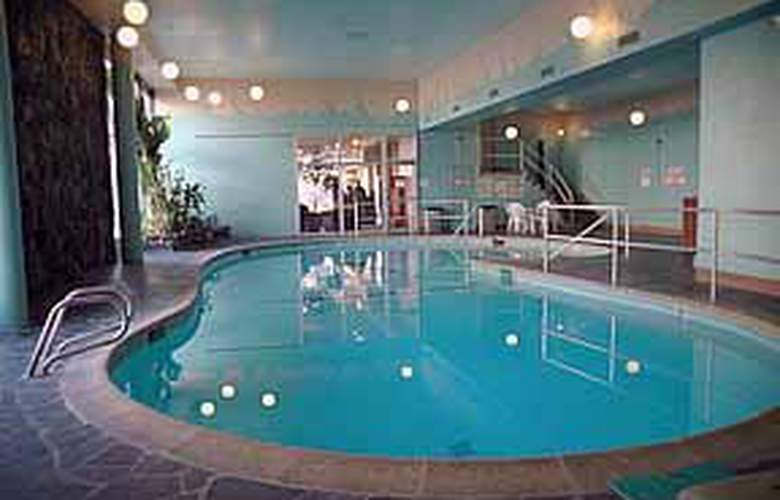 Quality Inn & Suites (Seattle) - Pool - 4