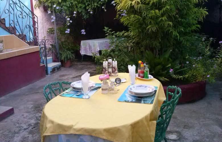 Hostal Casa Gómez - Terrace - 3