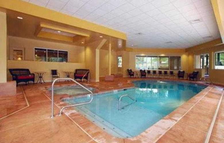 Clarion Hotel Colorado Springs Downtown - Pool - 7