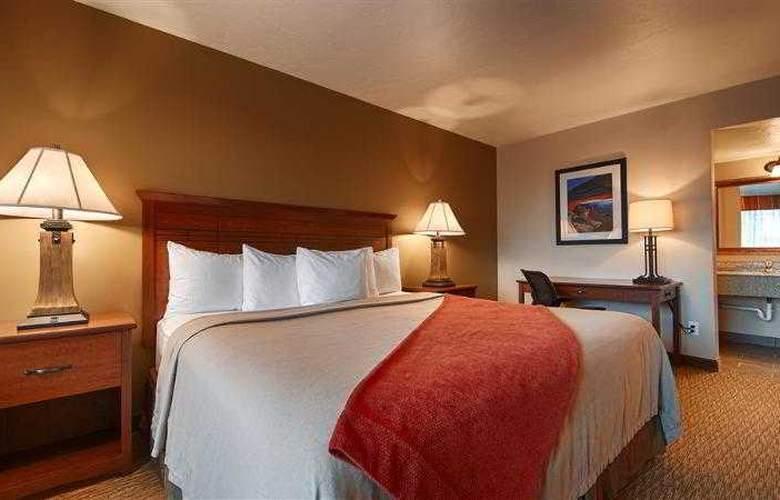 Best Western Town & Country Inn - Hotel - 31