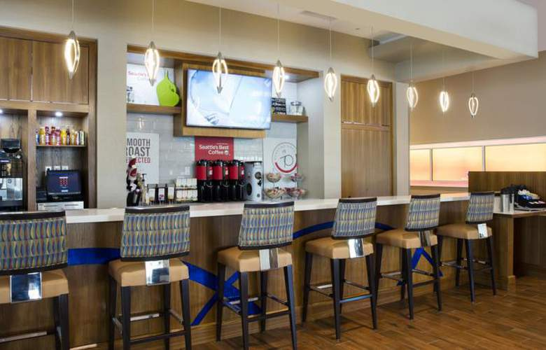 SpringHill Suites Orlando At Flamingo Crossings - Bar - 3