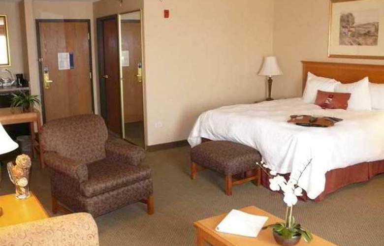Hampton Inn & Suites Addison - Hotel - 3