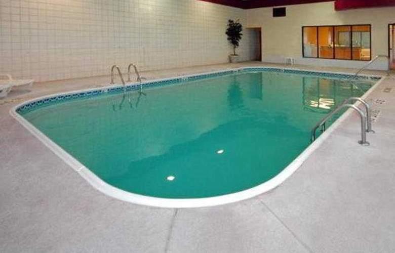 Sleep Inn Airport - Pool - 4