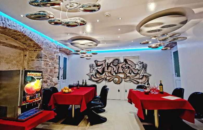 Jupiter Luxury Hotel - Restaurant - 26