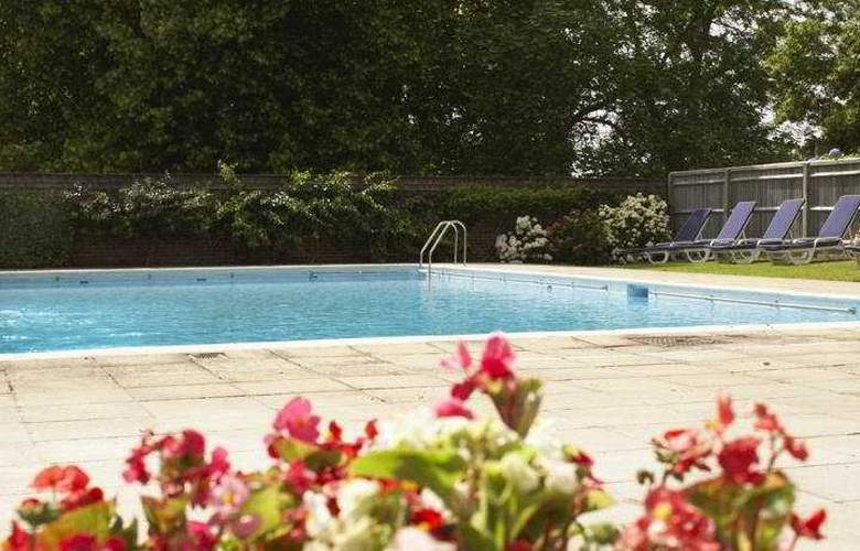 Hilton Avisford Park - Pool - 8