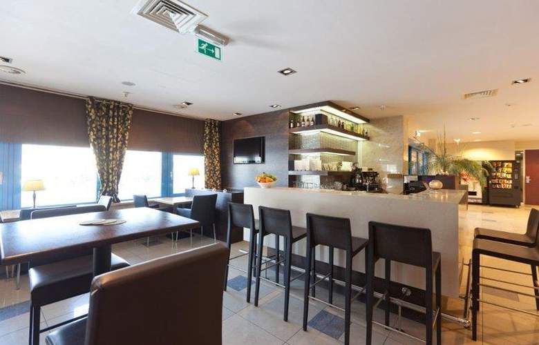 XO Hotels Blue Square - Bar - 50