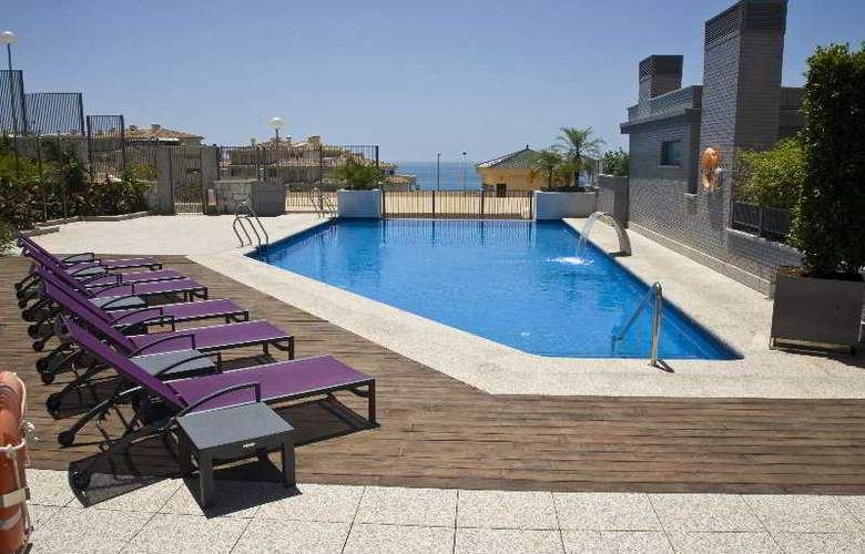 Nexus Benalmadena Suites and Apartments - Pool - 7