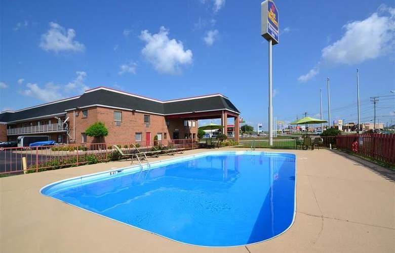 Best Western Executive Inn - Pool - 23