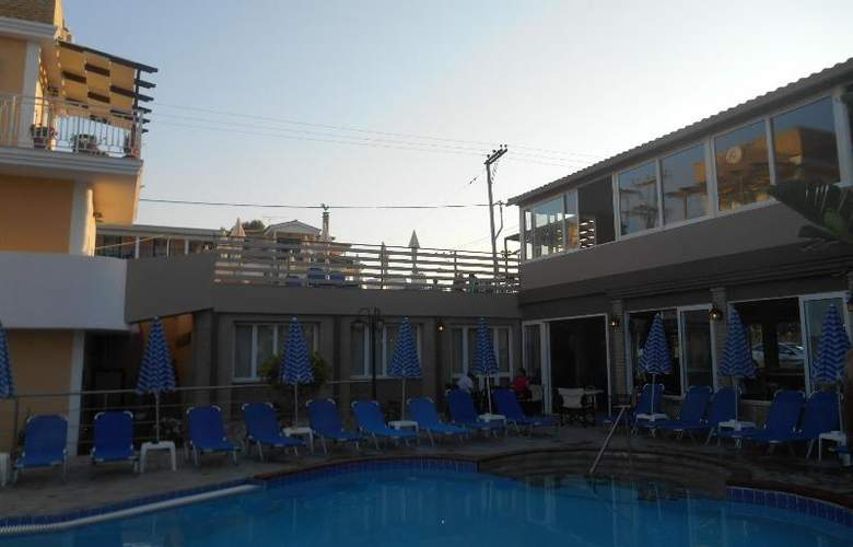 Planos Beach Aparthotel - Pool - 3