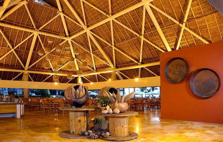 Sheraton Buganvilias Resort & Convention Center - Restaurant - 6