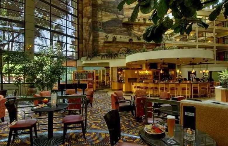 Embassy Suites Phoenix Biltmore - Hotel - 14