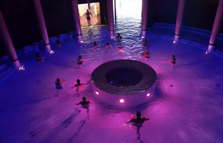 Gran Hotel Las Caldas Wellness Clinic - Pool - 16