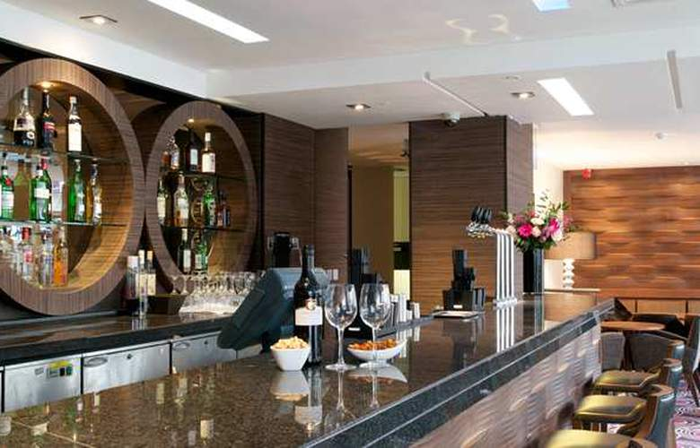 Doubletree by Hilton London Victoria - Bar - 7