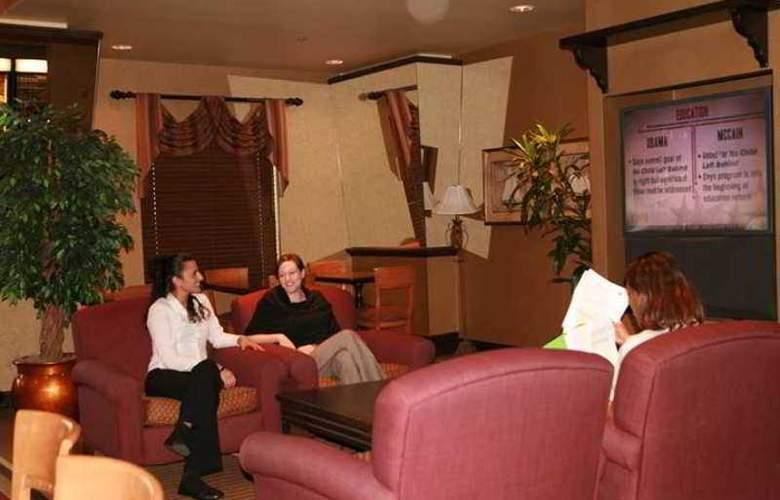 Hampton Inn & Suites Montreal - Hotel - 15