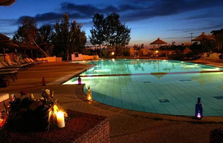 Petrino Suites - Pool - 6