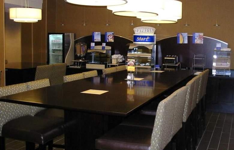 Holiday Inn Express Philadelphia Penns Landing - Bar - 3