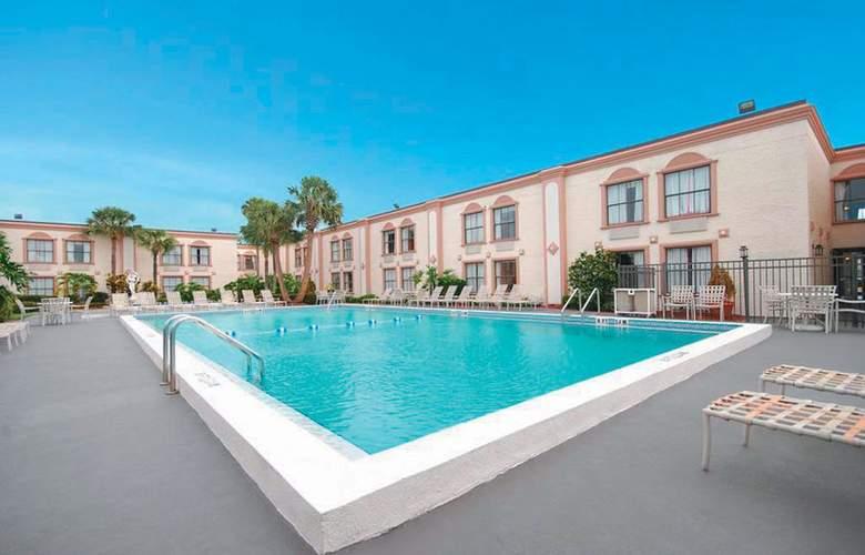 La Quinta Inn International Drive North - Pool - 7