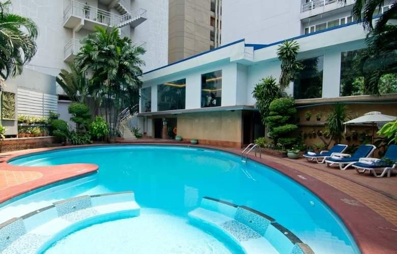 Manhattan Bangkok - Pool - 3