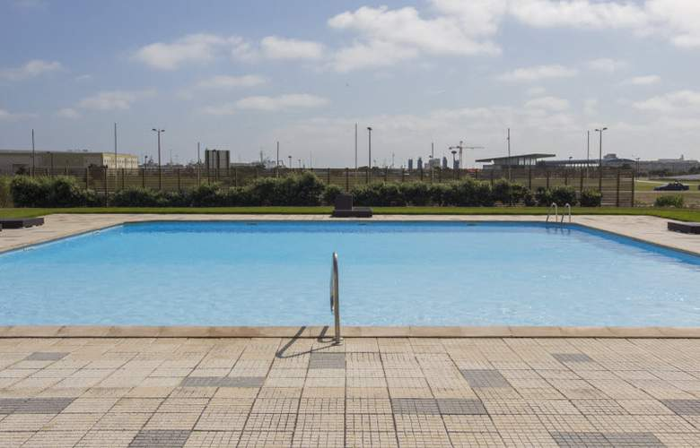 Star Inn Peniche - Pool - 3