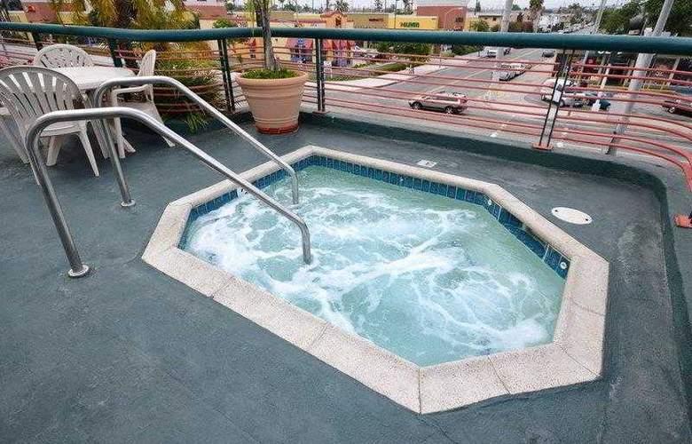 Best Western Plus Suites Hotel - Hotel - 27