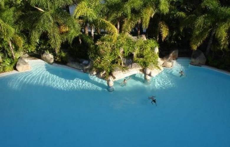 Apartamentos Guadalpin Suites - Pool - 9