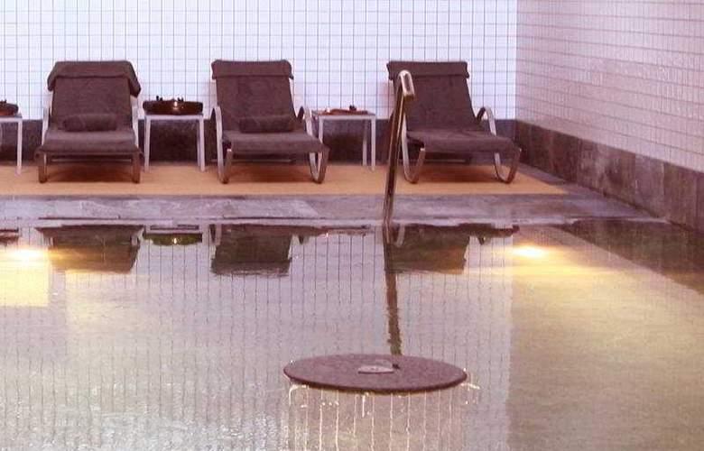 Axis Porto Business & SPA - Pool - 4