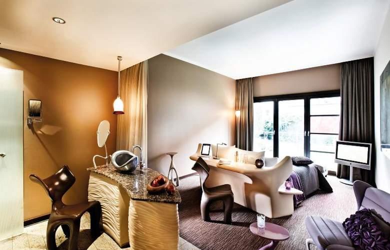 East - Hotel - 3