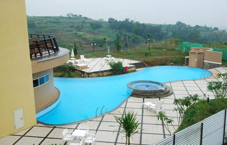 Marbella Suites Bandung - Pool - 4