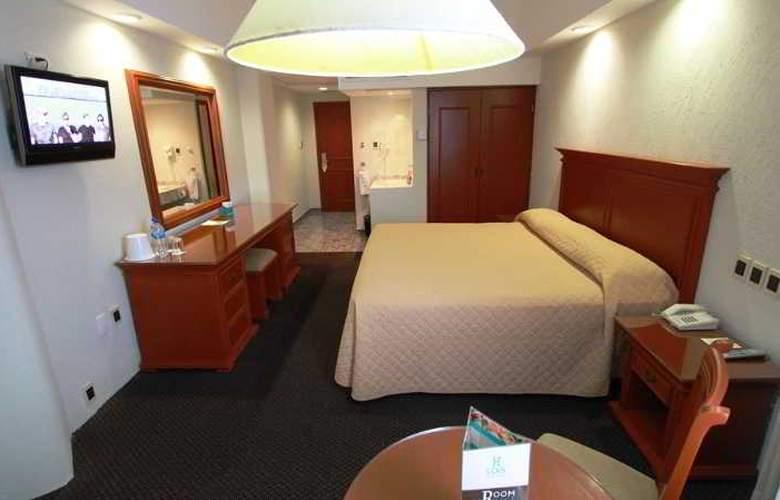 Lois - Room - 5